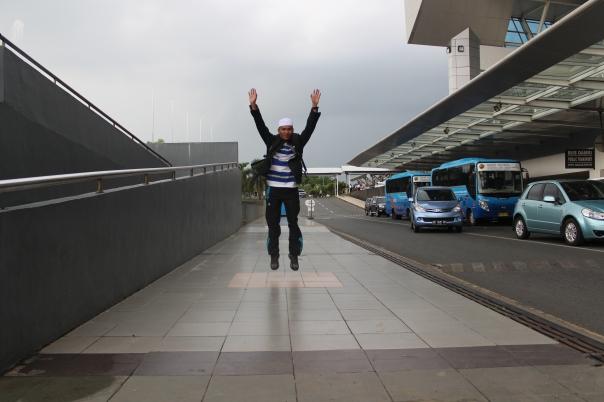 Di Bandara Sultan Hasanuddin